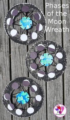 Easy to make phases of the moon wreath easy way to make a phases of the moon wreath for a space themed craft com spaceforkids phaseseofthemoon bubble wrap pineapple craft kids pineapple template Space Activities For Kids, Moon Activities, Space Preschool, Science For Kids, Science Activities, Art For Kids, Outer Space Crafts For Kids, Solar System Activities, Space Kids