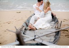 Wedding shoot on the beach, old washed out boat | Photographer: Carmen & Ingo Photography