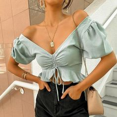 Conmoto sexy beach chiffon crop tops women blouse shirts lace up ruffles puff blouses feminino puff casual blusas mujer Cropped Tops, Cropped Shirt, Mode Outfits, Trendy Outfits, Looks Plus Size, Stylish Shirts, Look Fashion, Fashion Fashion, Sexy Fashion Style