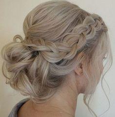 Top Vintage Bridesmaid Hairstyles : Vintage Hair Trend 2017 https://bridalore.com/2017/04/21/vintage-bridesmaid-hairstyles-vintage-hair-trend-2017/