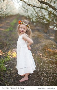 Sweet little girl with flower crown | Photography: Lindy Kriek, Flower crown: Studio Bloem, Dress: Nina Christine