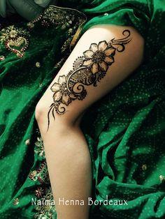 Henné Cuisse Floral, Fleur tattoo cuisse  Tatouage au henné naturel avec Naïma Henna Bordeaux, pour un RDV visitez mon site web :-)