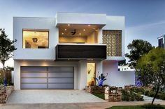 Schöne Terrasse und großer Garage im weißen luxus Haus - Weiß als die beste Fassadenfarbe für Ihr Zuhause