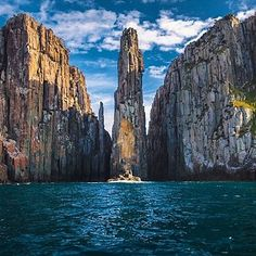 Located within the Tasman National Park, the breathtaking 300m (1000ft) high cliffs of Cape Hauy are best viewed by boat: some brave, crazy people rock climb to the top!