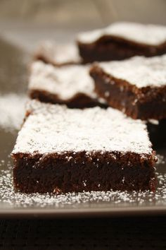 Nutella cake with two ingredients - Kuchen Rezepte Nutella Recipes, Brownie Recipes, Black Bean Brownies, Gluten Free Brownies, Fudge Brownies, Nutella Brownies, Small Cake, Ice Cream Recipes, Baking Recipes
