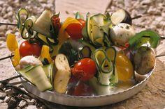 Groentespiesen met champignon, tomaat, courgette, aubergine en paprika.