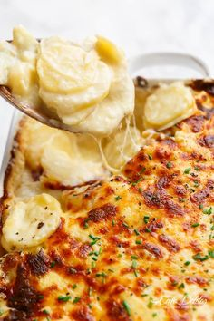 Garlic Parmesan Scalloped Potatoes layered in a creamy garlic sauce with parmesan and mozzarella is the best side dish to any meal! Best Scalloped Potatoes, Scalloped Potato Recipes, Scallop Potatoes, Garlic Parmesan Potatoes, Potato Sides, Potato Side Dishes, Best Side Dishes, Vegetable Dishes, Veggies