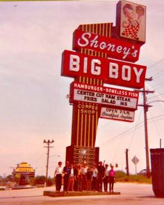 Childhood Memories •~• Shoney's Big Boy restaurant Restaurant Signs, Vintage Restaurant, Ole Restaurant, Vintage Advertisements, Vintage Ads, Vintage Photos, Big Boy Restaurants, Retro Signage, Dreams
