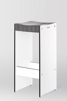 Hocker in weiß mit schwarzem Kern aus Trespa Kompaktplatte