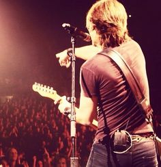 Keith Urban <3 can't wait to see him in concert.