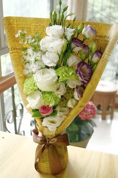 Bouquet wrapping How To Wrap Flowers, Diy Flowers, Flower Decorations, Beautiful Flowers, Bouquet Wrap, Hand Bouquet, Flower Cart, Flower Boxes, Romantic Flowers