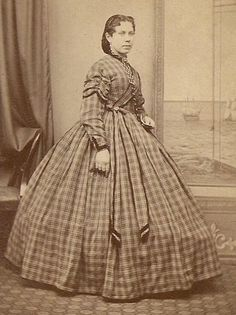 Crinoline Day Dress: Day dresses were either separate bodices or one piece. The necklines were typically high and it was fashionable for plaid prints to be used. Most were cinched at the waist then flared out due to the crinoline hoop. Victorian Women, Victorian Fashion, Vintage Gowns, Vintage Outfits, Vintage Clothing, Women's Clothing, Portraits Victoriens, Fashion History, Women's Fashion