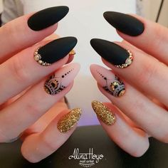 Acrylic Nails Ideas That You Can't Pass By Love the ring finger design/color. Good lengthLove the ring finger design/color. Matte Nails, Stiletto Nails, Coffin Nails, Acrylic Nails Almond Matte, Black Almond Nails, Ring Finger Design, Mandala Nails, Black Nail Art, Super Nails