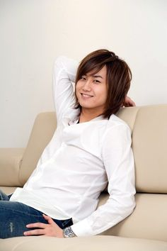 Heo Young Saeng❤ Gorgeous face, nice fresh clothes, killer cute dimpled smile. This is one of my all time fave images of the Prince of SS501❤