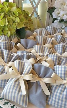 1 million+ Stunning Free Images to Use Anywhere Diy Crafts For Gifts, Diy Home Crafts, Wedding Doorgift, Deco Baby Shower, Gift Wraping, Lavender Bags, Creative Gift Wrapping, Fabric Gifts, Diy Wedding Decorations