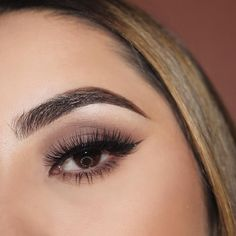 A perfect arch, beautiful eyeshadow- makeup to go out in ✨
