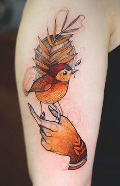 Joanna Swirska Dzo Lama bird Tattoo - List of the most beautiful tattoo models Flor Tattoo, Tattoo Diy, Et Tattoo, Piercing Tattoo, Hawk Tattoo, Pretty Tattoos, Love Tattoos, Beautiful Tattoos, Body Art Tattoos