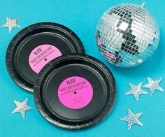 make record decorations from black paper plates