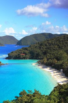 ✮ View of Trunk Bay Beach and the north shore of St. John - US Virgin Islands
