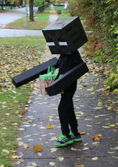 DIY Costumes — Renee Leone Studio Enderman and his Grass Block Trick or Treat Bag. Minecraft Halloween Costume, Minecraft Costumes, Minecraft Crafts, Family Halloween Costumes, Boy Costumes, Holidays Halloween, Halloween Kids, Costume Ideas, Costume Bags