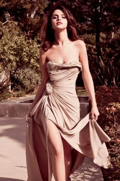 Selena Gomez sexy model walk #Latina #Selena #Celebrity