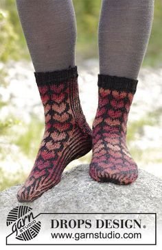Queen of Hearts Socks / DROPS - Socks with hearts, knitted from the top . Queen of Hearts Socks / DROPS - Socks with hearts, knitted from the top . Queen of Hearts Socks / DROPS . Drops Design, Simply Knitting, Free Knitting, Knitting Socks, Knitting Paterns, Drops Patterns, Knit Shoes, How To Purl Knit, Fair Isle Knitting