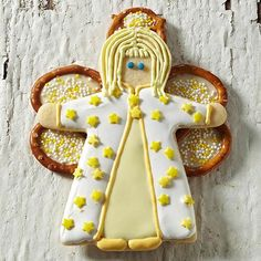Whether it's a silent night in or a party night out, these pretzel-winged angels are sure to evoke some oohs and ahhs! http://www.bhg.com/christmas/recipes/christmas-sweets/?socsrc=bhgpin122014pretzelwingedanglesugarcookie&page=19