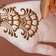 Very Simple Mehndi Designs, Cute Henna Designs, Mehndi Designs For Kids, Henna Tattoo Designs Simple, Mehndi Designs Book, Mehndi Designs For Beginners, Latest Mehndi Designs, Mehandi Designs, Easy Arabic Mehndi Designs