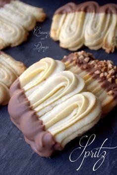 Spritz biscuit viennois recette pierre hermé Source by ernaerpel - Spritz Biscuit, Spritz Cookie Recipe, Spritz Cookies, Biscuit Recipe, Cookies Et Biscuits, Cake Cookies, Cookie Recipes, Dessert Recipes, Oatmeal Biscuits