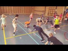 Planking-estafette in de gymles. Twee leuke varianten om je gymles lekker actief te maken. Iedereen doet mee en daar draait het om!