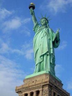 8. Estatua de la Libertad Ciudad: Nueva York País: Estados Unidos Fecha de inauguración: 28 de octubre de 1886 Otros datos: - Se encuentra en la isla de la Libertad al sur de la isla de Manhattan, junto a la desembocadura del río Hudson y cerca de la isla Ellis.
