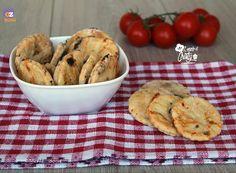 http://blog.giallozafferano.it/langolodicristina/biscotti-salati-alla-pizzaiola/