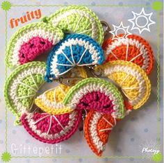 Kijk wat ik gevonden heb op Freubelweb.nl: een gratis haakpatroon van Gittepetit om deze leuke stukjes fruit te haken https://www.freubelweb.nl/freubel-zelf/gratis-haakpatroon-zomerfruit/
