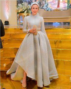 Splendid Fashion bags tips,Fashion dresses celebrity trends and Fashion tips hijab trends. Hijab Prom Dress, Muslimah Wedding Dress, Hijab Evening Dress, Hijab Style Dress, Hijab Wedding Dresses, Wedding Dress Sleeves, Modest Dresses, Elegant Dresses, Evening Dresses