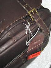 SAMSONITE: servieta din piele, culoare: maro, dimensiuni: 16″ x 12″ x 4.5″ / 41x31x11cm maner lung si detasabil pt umar, inchidere cu fermoa...