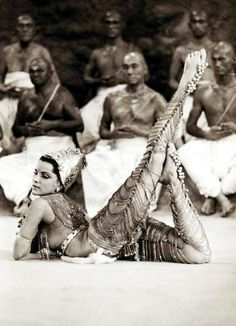 Debra Paget -- Fritz Lang's Das indische Grabmal Old Photos, Vintage Photos, Baile Jazz, Dance Oriental, Costume Ethnique, Ballet Russe, Belly Dancing Classes, Fritz Lang, Tribal Belly Dance