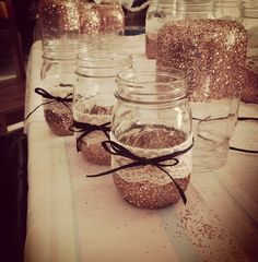 STALEY D.I.Y: mason jars with Glitter and twine.!