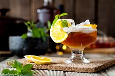 Przepisy-na-drinki-z-whisky Whiskey Sour, Bourbon, Hurricane Glass, Whisky, Rum, Drinks, Tableware, Bourbon Whiskey, Drinking