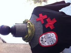 Camiseta negra. Talla S. Ollosdebotón con cruces!