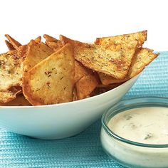 Homemade Pita Chips: Making your own pita chips is easy, inexpensive, and — best of all — you can control and customize the seasoning according to your own taste. Here's just one recipe for homemade chips! Pita Chips Recipe, Homemade Pita Chips, Hummus Recipe, Recipes Appetizers And Snacks, Snack Recipes, Cooking Recipes, Quick Snacks, Savory Snacks, Yummy Recipes