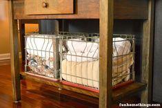 Ideas Antique Milk Crate Ideas Vintage Metal For 2019 Large Wooden Crates, Metal Milk Crates, Plastic Milk Crates, Milk Crate Seats, Milk Crate Storage, Milk Crate Furniture, Metal Dog Kennel, Crate Decor, Crate Crafts
