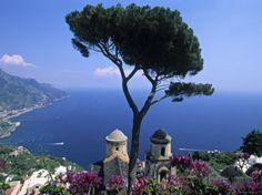 Villa-Rufolo-Ravello Take in an evening concert under the stars at the Villa Rufolo during the world famous music festival that takes place from April to October. Walk around the Villa Cimbrone,