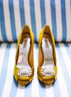 I love colored wedding shoes