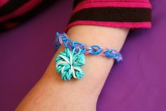 Disney Frozen inspired rubberband snowflake bracelets #disney #disneyside #frozen