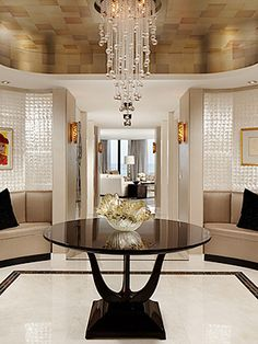 Contemporary Sophistication! A glamorous entrance wall, that's an amazing home design project.