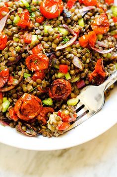 Roasted Garlic & Tomato Lentil Salad - This gluten free and vegan salad is the perfect lunch solution! Delicious, healthy and easy to make. - http://WendyPolisi.com