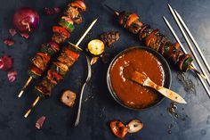 Whether it's to marinade your skewers or your pork ribs, this homemade BBQ sauce it a must in your kitchen! Homemade Bbq, Homemade Sauce, Chipotle Pepper, Pork Ribs, Spice Mixes, Skewers, Nom Nom, Spices, Stuffed Peppers