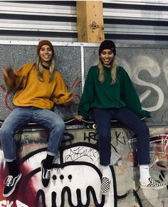 Lisa and Lena🎇 Twin Outfits, Retro Outfits, Dance Outfits, New Outfits, Fall Outfits, Cute Outfits, Lisa And Lena Clothing, Boy Best Friend Pictures, Where To Buy Clothes