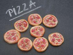 Pizza   112 Dollhouse Scale Miniature Food 1/12 von CreationsByAni,
