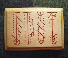 Símbolos mágicos (parte 1). - Imágenes en Taringa! Norse Runes, Wiccan, Bamboo Cutting Board, Symbols, Create, Woodburning, Pine, Mood, Tattoos